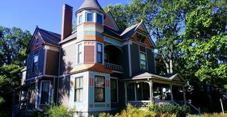 Innisfree Bed and Breakfast - South Bend
