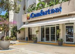 Comfort Inn and Suites Levittown - Levittown - Building