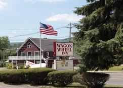 Wagon Wheel Inn - Lenox - Rakennus