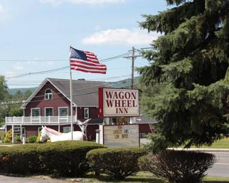Wagon Wheel Inn - Lenox - Building