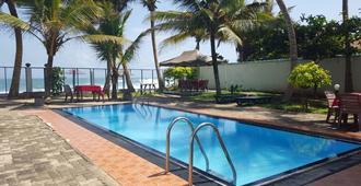 Edelweiss Resort - Mirissa - Pool