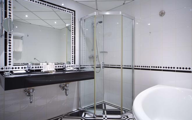 Radisson Blu Ridzene Hotel, Riga - Riga - Bathroom