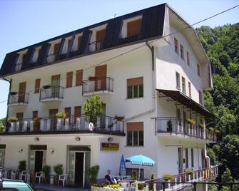 Albergo Regina - Bognanco - Building