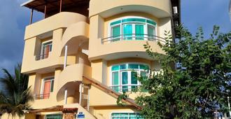 Ariana's Galapagos Hostal - Puerto Ayora - Building