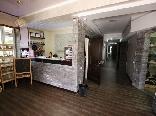 Apple Hostel - Bishkek - Front desk