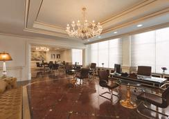 Wyndham Grand Regency Doha - Doha - Lobby