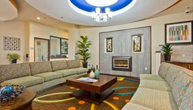 Holiday Inn Express & Suites Denver East-Peoria Street - Denver - Living room
