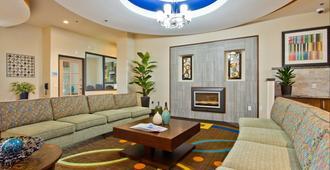 Holiday Inn Express & Suites Denver East-Peoria Street - Denver - Vardagsrum
