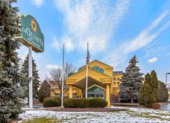 La Quinta Inn & Suites by Wyndham Appleton College Avenue - Appleton - Rakennus