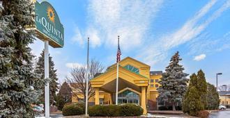 La Quinta Inn & Suites by Wyndham Appleton College Avenue - אפלטון