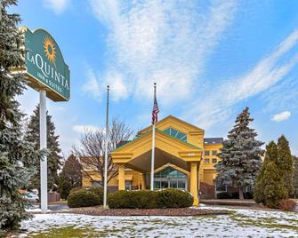 La Quinta Inn & Suites by Wyndham Appleton College Avenue - Appleton - Building