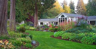 Colette's Bed & Breakfast - Port Angeles - Outdoors view