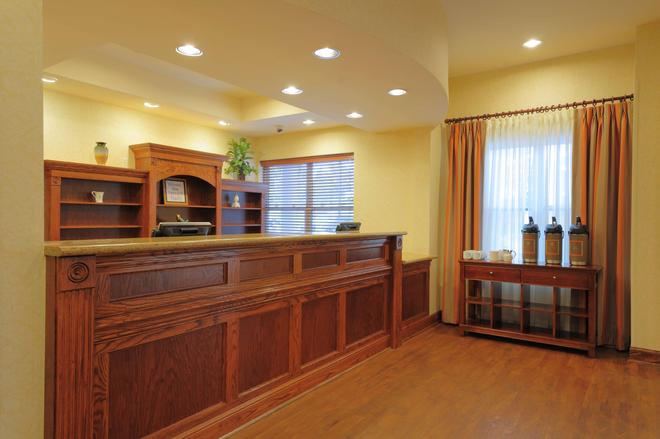Country Inn & Suites Columbia at Harbison - Columbia - Receptionist
