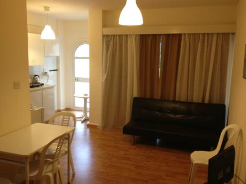 Pasianna Hotel Apartments - Larnaca - Living room