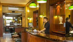 Hôtel Terminus Lyon - Paris - Front desk