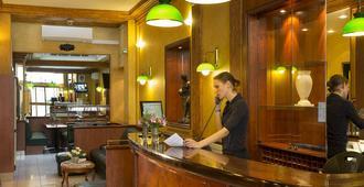 Hôtel Terminus Lyon - Paris - Receptionist