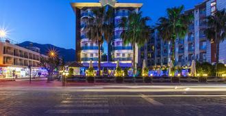 Parador Beach Hotel - אלניה