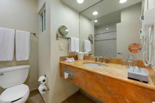 Comfort Inn Monterrey Valle - Monterrey - Bathroom