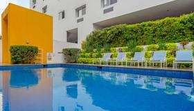 Comfort Inn Monterrey Valle - Monterrey - Pool