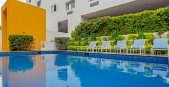 Comfort Inn Monterrey Valle - Monterrey - Uima-allas