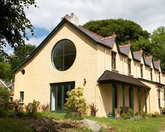 Over the Rainbow - Vegetarian Guesthouse - Newcastle Emlyn - Building