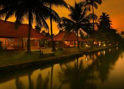 Kondai Lip Backwater Heritage Resort - Alappuzha - Outdoor view