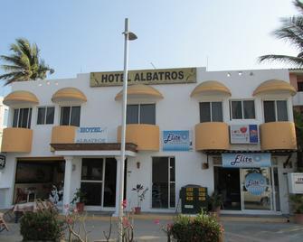 Hotel Albatros - Manzanillo - Building