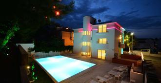 Doc's Hotel Kemer - Kemer - Pool