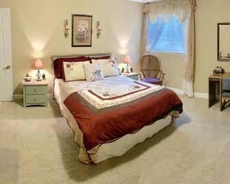 Monroe Street Suites - Pittsfield - Bedroom
