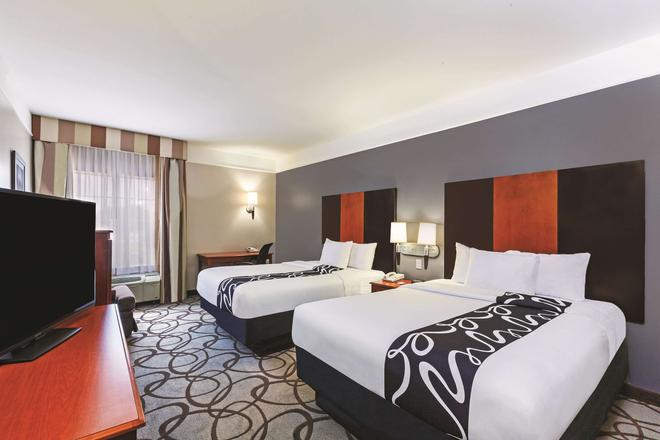 La Quinta Inn & Suites by Wyndham Granbury - Granbury - Makuuhuone