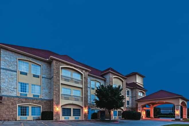 La Quinta Inn & Suites by Wyndham Granbury - Granbury - Rakennus