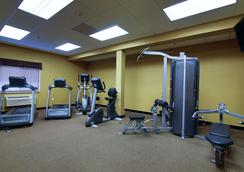 Hawthorn Suites by Wyndham Minot - Minot - Gym