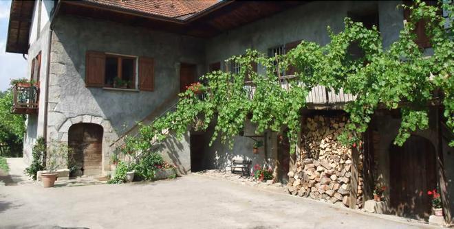 Domaine du Grand Cellier - Insolites - En Savoie - Tournon - Outdoors view