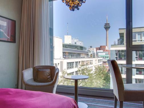 Radisson Blu Media Harbour Hotel, Düsseldorf - Düsseldorf - Parveke