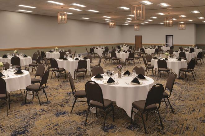 Radisson Hotel Ames Conference Center At Isu - Ames - Sảnh yến tiệc