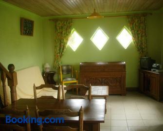 maison kerivarch G - Saint-Pol-de-Léon - Living room