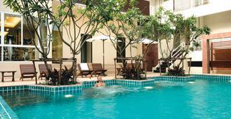 西隆富麗薩通酒店 - 曼谷 - 游泳池