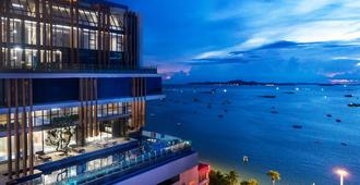 Mytt Beach Hotel - Pattaya - Outdoors view