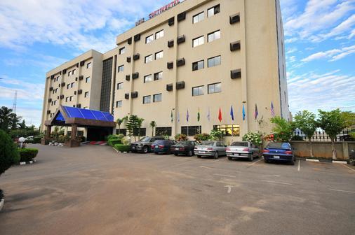 Reiz Continental Hotel Abuja - Abuja - Building