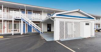Motel 6 Parkersburg, WV - Parkersburg