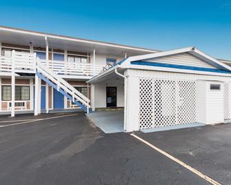 Motel 6 Parkersburg, WV - Parkersburg - Building