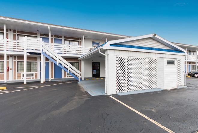 Motel 6 Parkersburg - Parkersburg - Gebäude