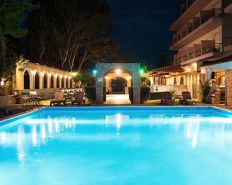 Stefania Beach Hotel - Amárynthos - Pool