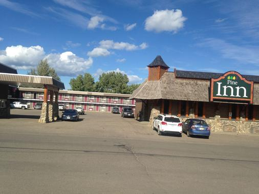 The Pinecone Inn & Suites - Chetwynd