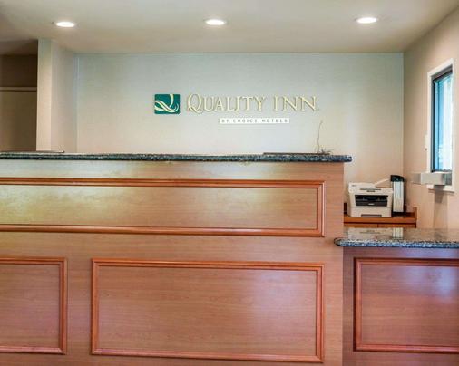 Quality Inn - San Bernardino - Front desk