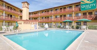 Quality Inn San Bernardino - San Bernardino - Πισίνα