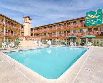 Quality Inn San Bernardino - San Bernardino - Pool