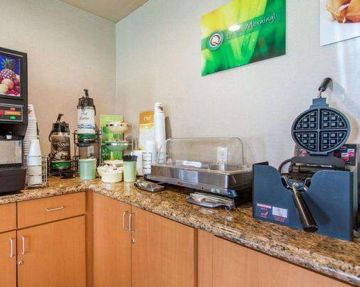 Quality Inn - San Bernardino - Buffet