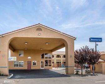 Rodeway Inn Delano - Delano - Building