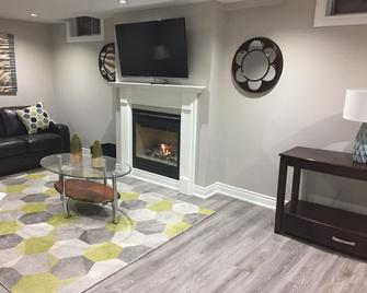 Glenay's Beauty - Whitby - Living room